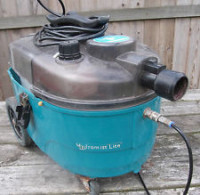Small carpet cleaning machine